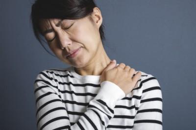 頸椎ヘルニア女性40女性
