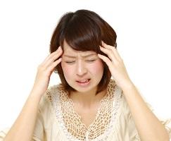 頭痛女性2
