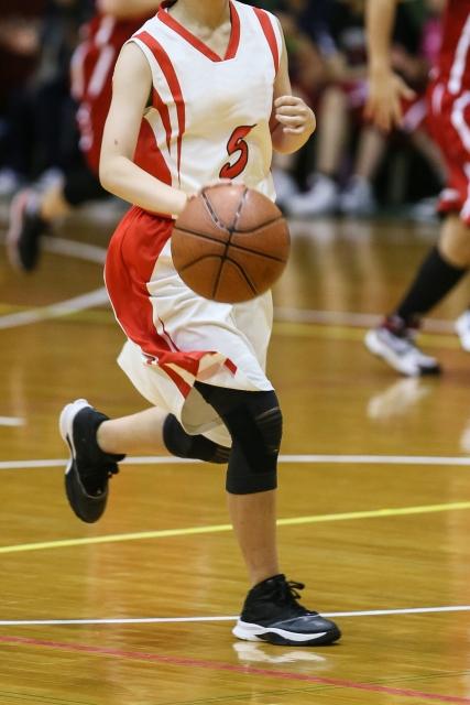 バスケ少女、右ひざのオスグッド