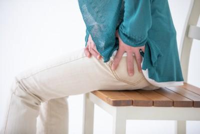 股関節痛女性